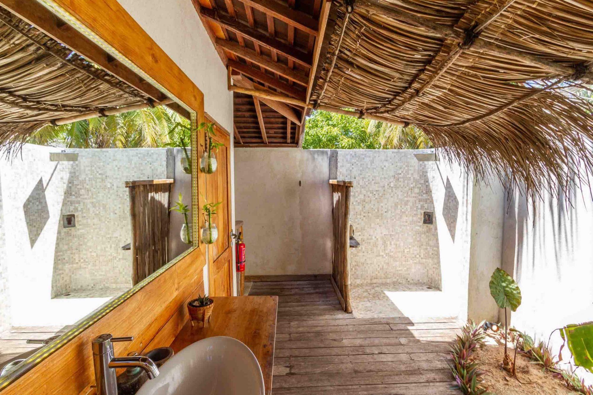 Exterior bathroom rote island